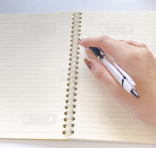ノートとペンの写真・画像素材[3233123]