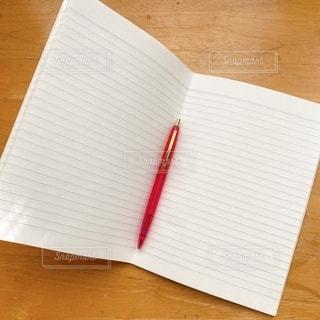 ノートとボールペンの写真・画像素材[3598452]