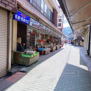 昔懐かしい商店街の写真・画像素材[4390003]