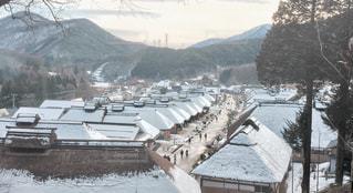 雪に覆われた山の写真・画像素材[915038]