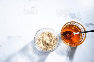 胡麻油と白ゴマ。料理・調理イメージ。の写真・画像素材[3849473]