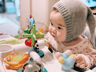 うさぎ帽子をかぶった赤ちゃんの写真・画像素材[2332521]