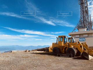 山の上のトラックの写真・画像素材[3082802]