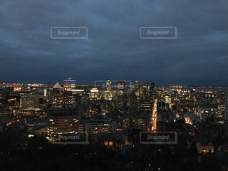 カナダ、モントリオールの観光地モンロワイヤルからの夜景眺めの写真・画像素材[3158556]