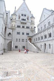 お城の前での写真・画像素材[3692789]