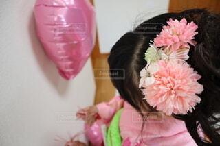 お花の髪飾りの写真・画像素材[3954661]