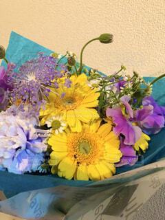 花束のプレゼントの写真・画像素材[4323286]