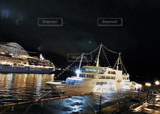 夜の海でディナーを。の写真・画像素材[3094170]