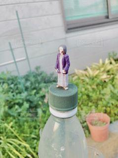 テーブルの上に花の花瓶の写真・画像素材[3097832]