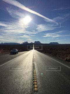 モニュメントバレーへの道 フォレストガンプの写真・画像素材[3094541]