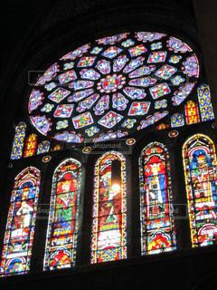 シャルトル大聖堂のステンドグラスの写真・画像素材[3096523]