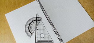 ノートと分度器と三角定規の写真・画像素材[3128689]