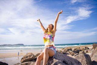 浜辺に立っている人の写真・画像素材[3108913]