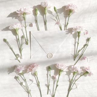 感謝をお花と手紙にのせて。の写真・画像素材[3161006]