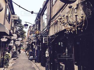 昼間の新宿ゴールデン街の写真・画像素材[3118685]