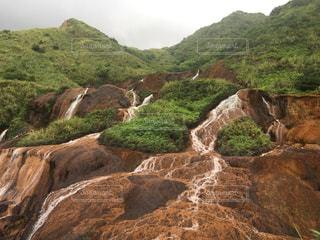 背景に山のある峡谷の写真・画像素材[3116080]