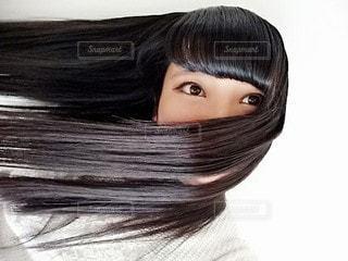 スピード感のある黒髪の女の子の写真・画像素材[3115079]