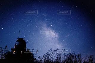 青い星空の写真・画像素材[3116730]
