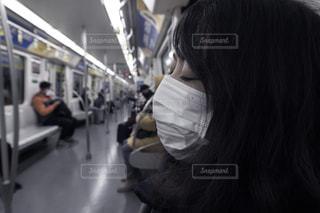 マスク着用 電車内の写真・画像素材[3118636]