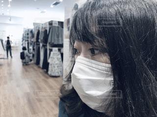 マスク 若い女性 買い物の写真・画像素材[3123632]