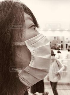 黒いドレスを着た女性の写真・画像素材[3123662]