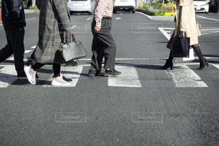 横断歩道 横断者の写真・画像素材[3131010]