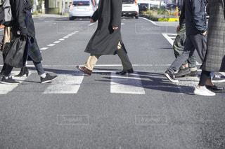 横断歩道 横断者の写真・画像素材[3131015]