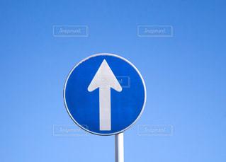道路標識(規制標識)「指定方向外進行禁止」の写真・画像素材[3131011]