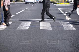 横断歩道 横断者の写真・画像素材[3131014]