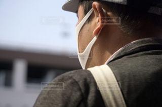 マスク着用 男性の写真・画像素材[3148500]