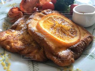 フレンチトースト 朝食プレートの写真・画像素材[3161472]