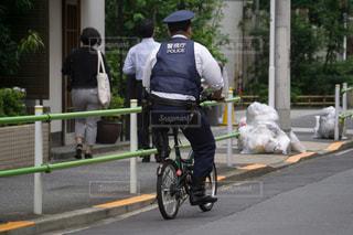 自転車に乗る警察官 巡回の写真・画像素材[3170494]