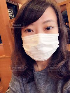 マスク着用 女性の写真・画像素材[3255777]