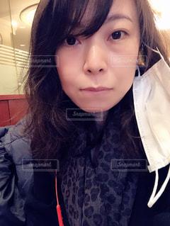 マスクを外した女性の写真・画像素材[3279725]
