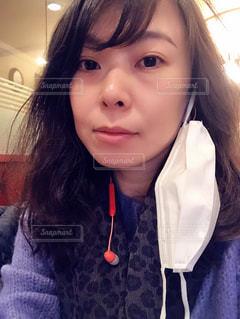 マスクを外した女性の写真・画像素材[3279724]