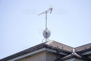 衛星アンテナ  屋根の写真・画像素材[3303232]