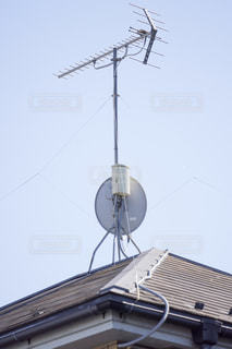 衛星アンテナ  屋根の写真・画像素材[3303233]