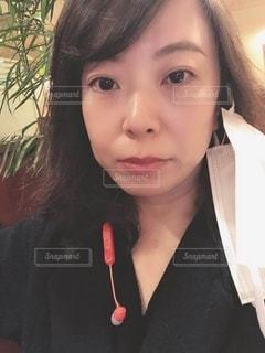 マスクを外した女性の写真・画像素材[3325627]