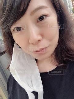 マスクを外した女性の写真・画像素材[3328365]