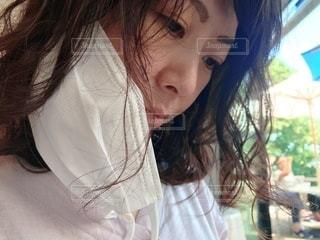 マスクを外した女性の写真・画像素材[3361036]