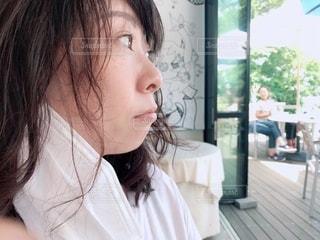マスクを外した女性の写真・画像素材[3361782]