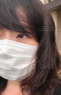 マスク着用 女性の写真・画像素材[3361957]