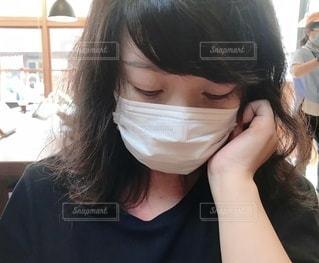 自分撮りをする女性の写真・画像素材[3365001]
