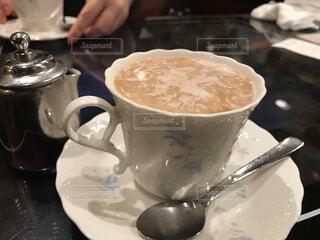 たっぷり牛乳を入れたモカコーヒーの写真・画像素材[3699610]