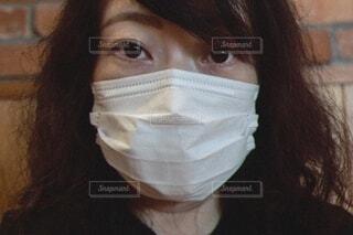 マスク着用の女性の写真・画像素材[3702370]