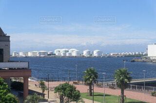 海岸 石油タンクの写真・画像素材[3705171]