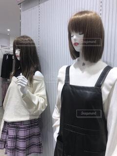 ファッションショップ 女性マネキンの写真・画像素材[3811722]