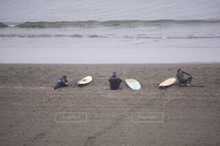 サーフィン前の準備体操の写真・画像素材[3962042]