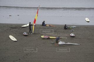 ビーチ サーフィン前のの準備の写真・画像素材[3962173]