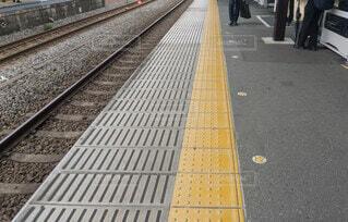 駅ホーム 点字ブロックの写真・画像素材[3965330]